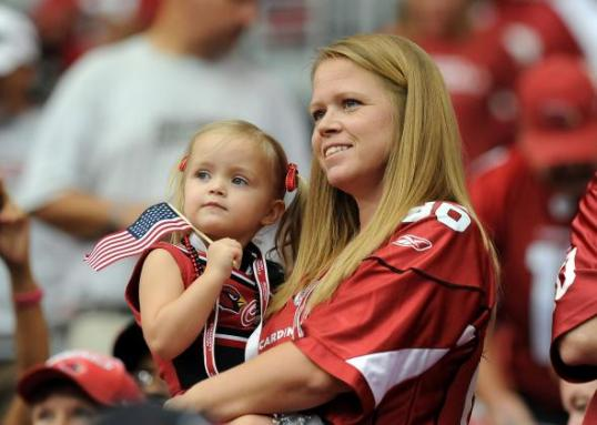 124721623-an-arizona-cardinals-fan-and-her-daugher-show-their.jpg.CROP.promo-mediumlarge